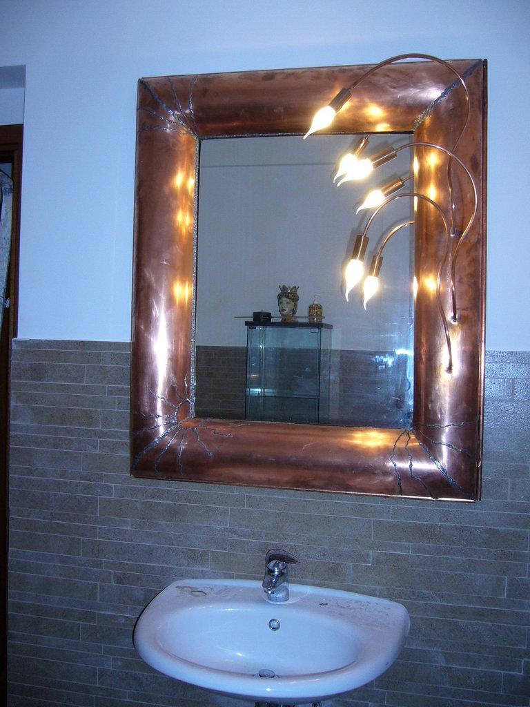 specchio grande con luci