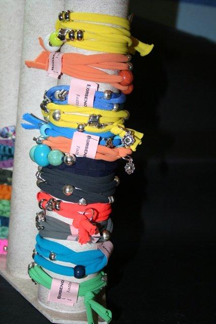 bracciale in fettuccia fatto a mano vari colori disponibili