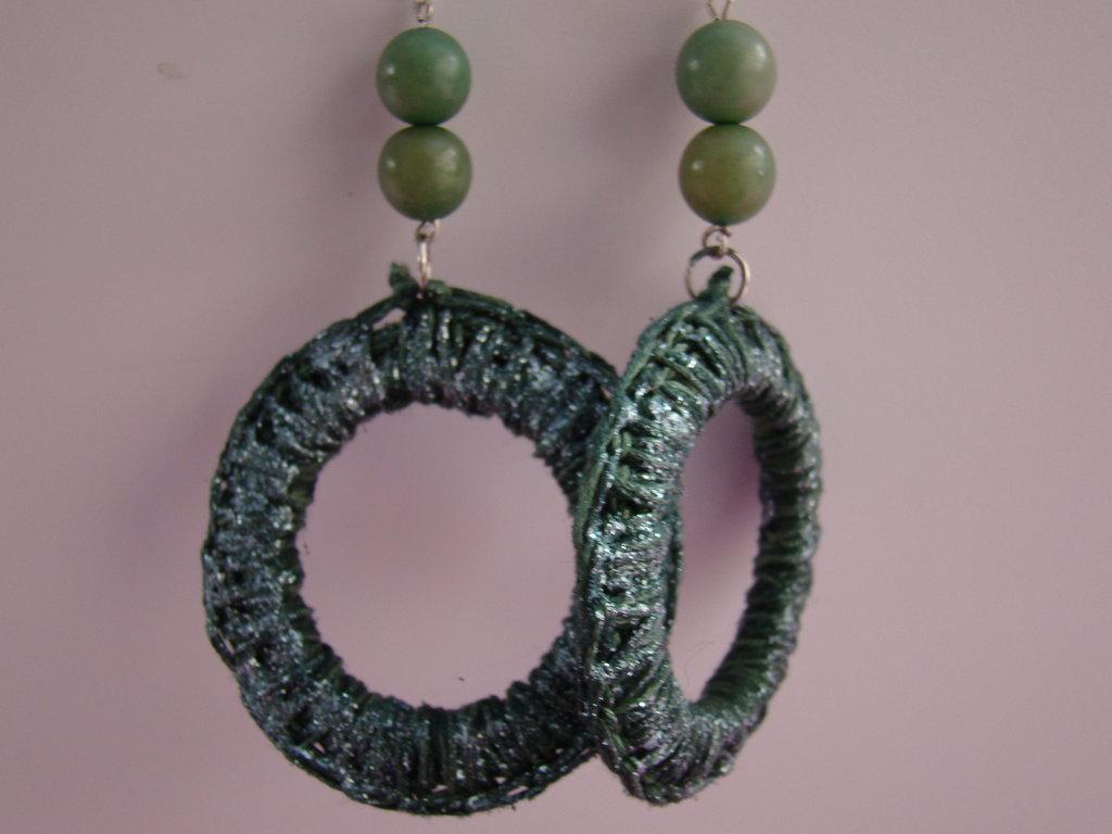 orecchini pendenti a cerchio verde