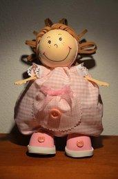 Bambolina in gomma crepla e stoffa