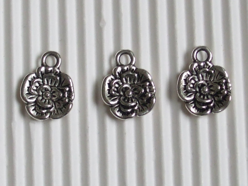 6 charms fiorellino 14x10mm