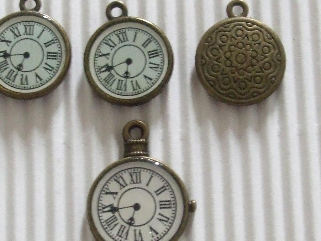 4 charms orologi bronzo di 2 misure vend.