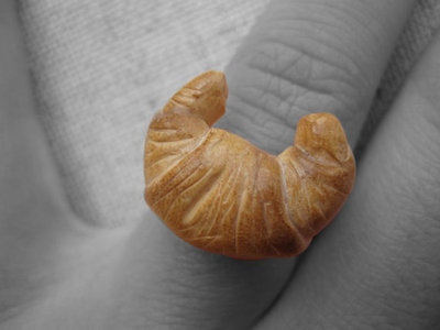 MINIATURE to wear - Anello con Croissant in Fimo Cernit