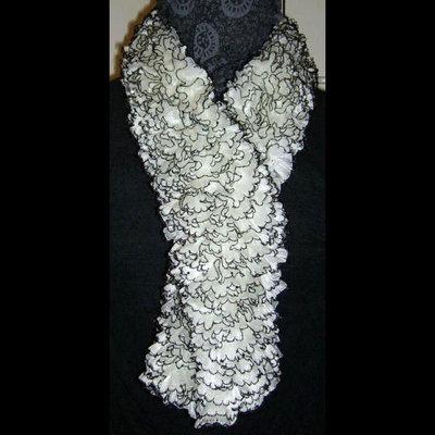 Sciarpa elegante bianca con bordi neri e palettes - mod. Star