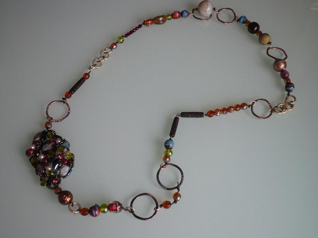collana con perle e motivo perle intrecciate