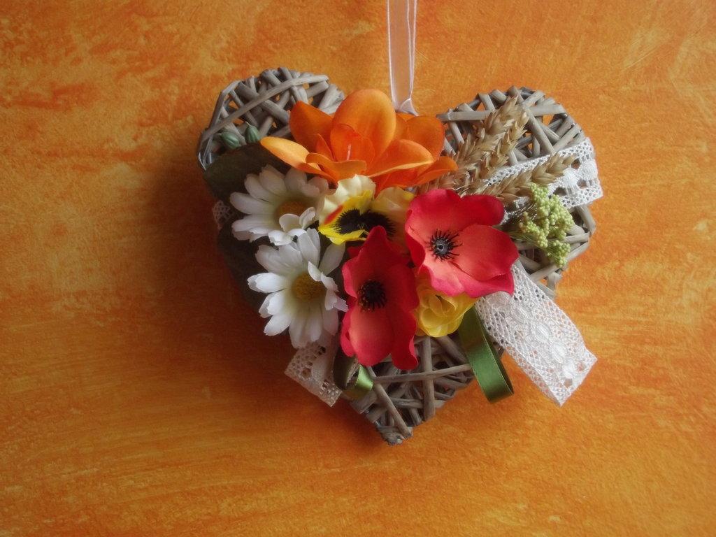 cuore intrecciato decorato