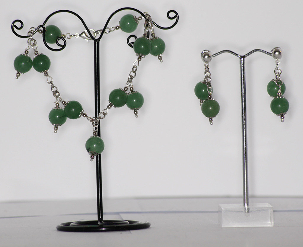 Parure composta da bracciale con charms e orecchini in giada verde
