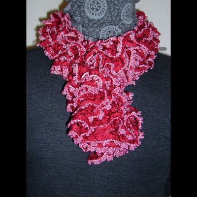 Sciarpa a balze effetto lurex rosso fragola - mod. Onda