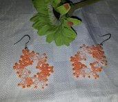 Orecchini a Chiacchierino, con piccole perline, realizzati a mano in cotone di ottima qualità