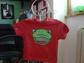 Una ranocchia sulla maglietta (maglietta per bambini)