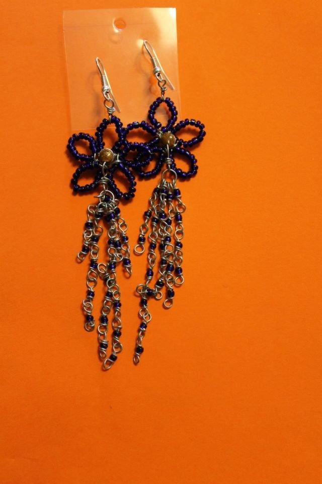 orecchini fiori blu perline