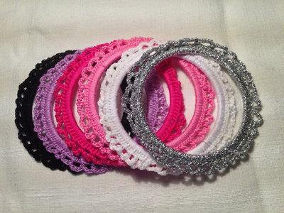 Bracciale braccialetto rigido semplice (mod. 2) fatto a mano all'uncinetto in cotone di vari colori moda (gioielli / bijoux)