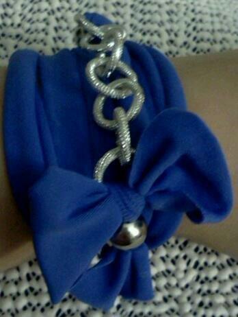 Bracciale in fettuccia blu e catena