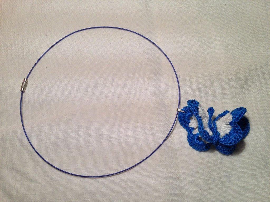 Girocollo rigido collana con pendente farfalla fatto a mano all'uncinetto in cotone di vari colori moda (gioielli / bijoux)