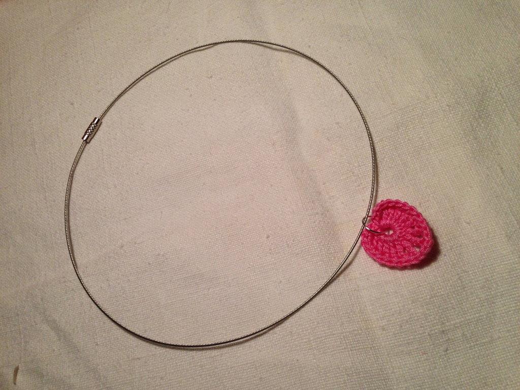 Girocollo rigido collana con pendente cuore love fatto a mano all'uncinetto in cotone di vari colori moda (gioielli / bijoux)