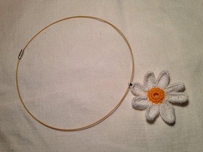 Girocollo rigido collana con pendente fiore margherita fatto a mano all'uncinetto in cotone di vari colori moda (gioielli / bijoux)