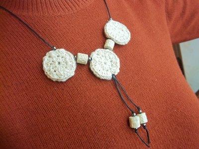 Collana in lino,legno,cotone cerato