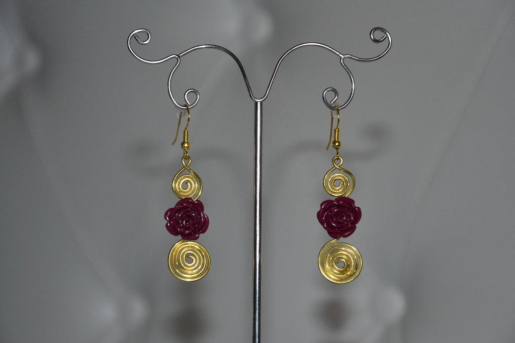 Orecchini wire con fiore viola