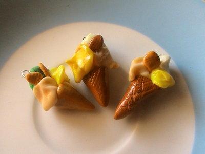 3 piccoli coni gelato in fimo