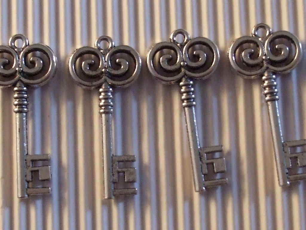 4 charms chiave 35x16mm vend.