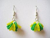 orecchini con perline colorate