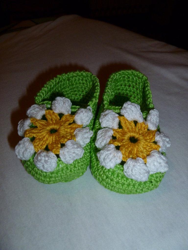 scarpine neonato di cotone a uncinetto