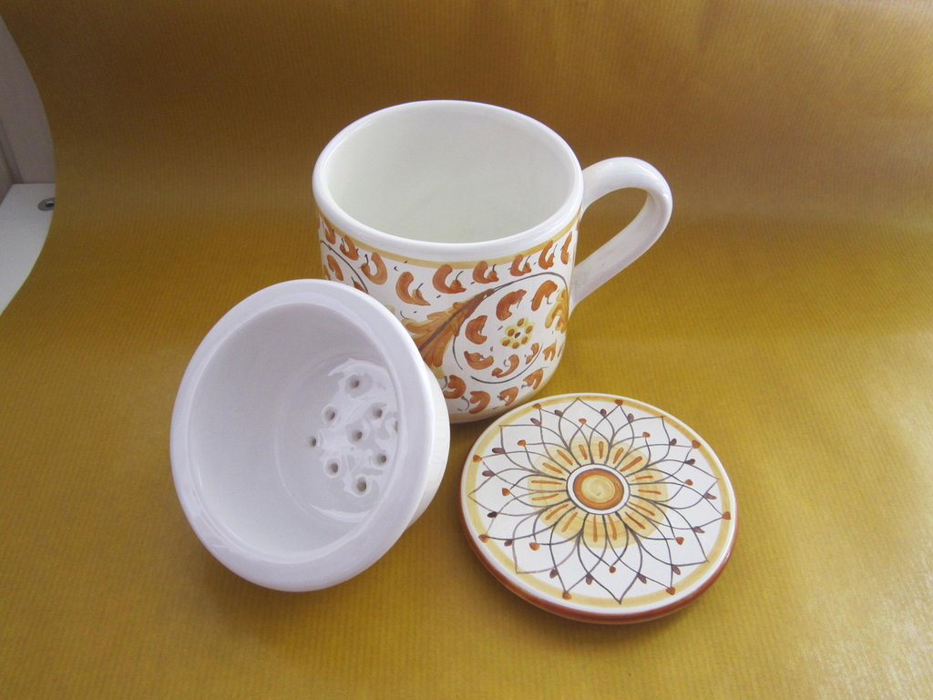 Tisaniera in ceramica decorata a mano giallo arancio