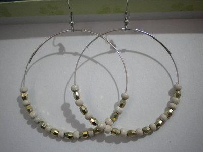 Orecchini cerchio filo armonico perline di legno