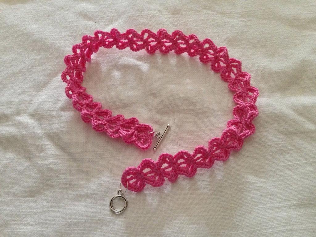 Collana girocollo cuori cuoricini love fatta a mano all'uncinetto in cotone di vari colori moda (gioielli / bijoux)