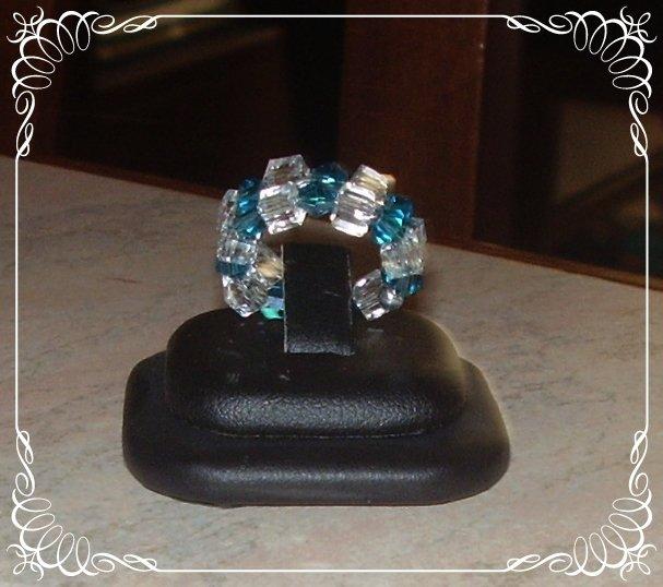 Anello armonico cristalli bianchi e blu oltremare