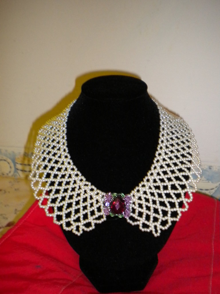 Girocollo donna con perline e pendente con fiori e pietre viola