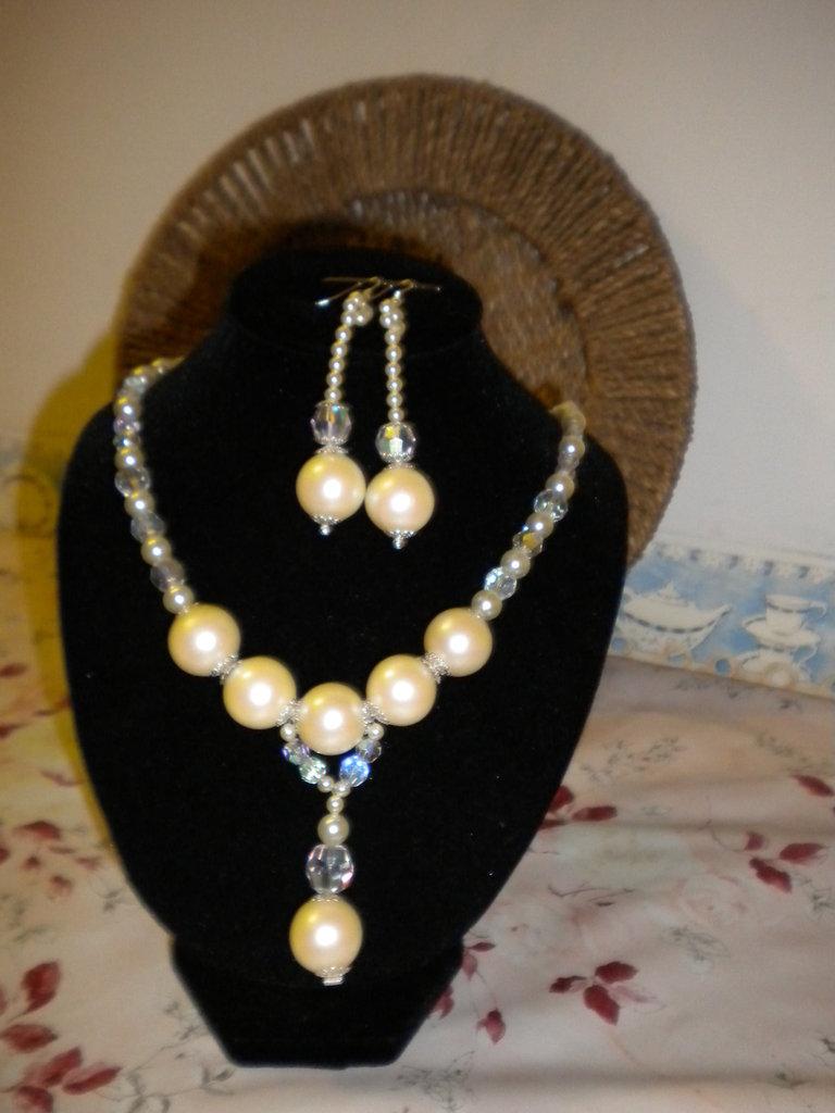 Set collana ed orecchini in vero swarovski di boemia con perle