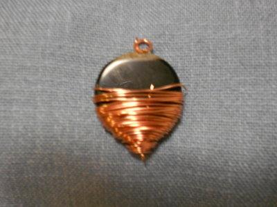 Pendente collana perla nera con filo metallico rame tecnica wire