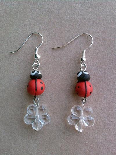 Orecchini pendenti con coccinelle e perle fimo