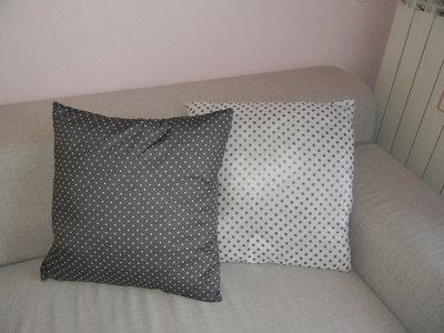 Coppia di cuscini a pois