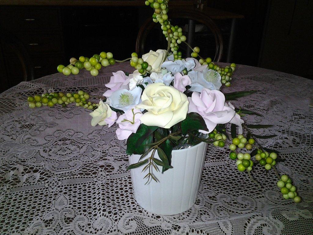 Vaso con fiori per la casa e per te decorare casa di for Fiori con la e