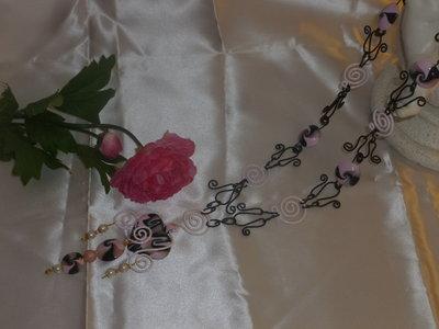 Collana rosa e nera