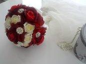 Brooch bouquet gioiello di rose in seta con applicazioni di strass e perle