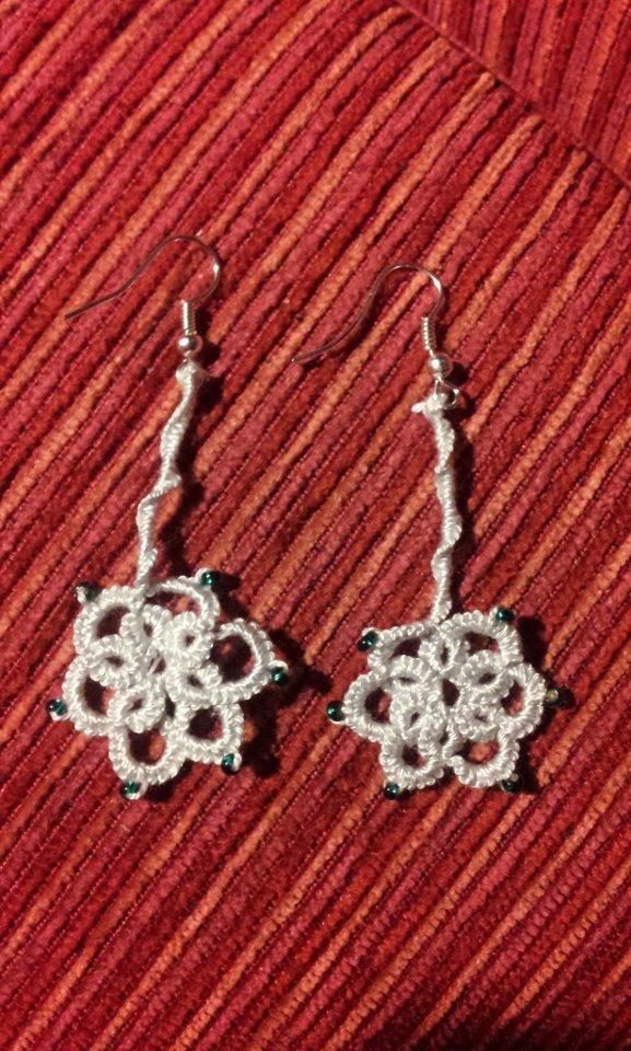 Orecchini a Chiacchierino, interamente fatti a mano, con piccole perline