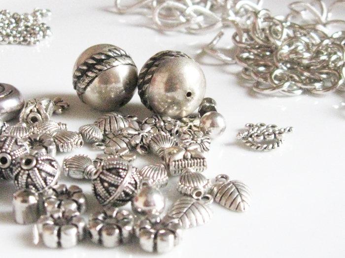 Mix componenti metallici - Catene, perle, distanziali - colore argentato