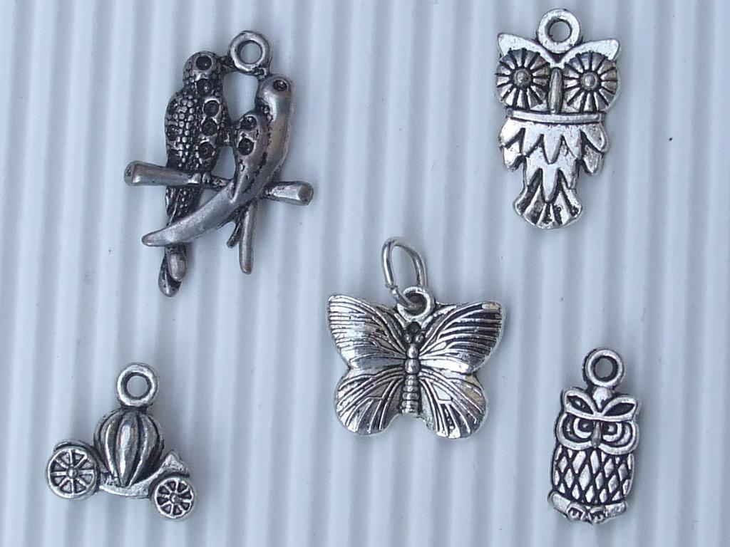 5 charms misti metallo