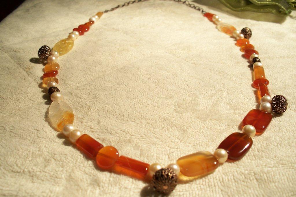 Collana in agata multicolor con catena ed elementi color rame