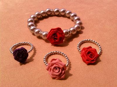 Braccialetto + anello elasticizzati con rosa e perle fimo