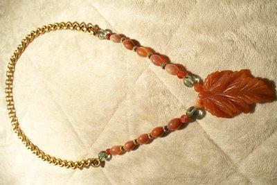 Collana con foglia incisa di Avventurina arancione