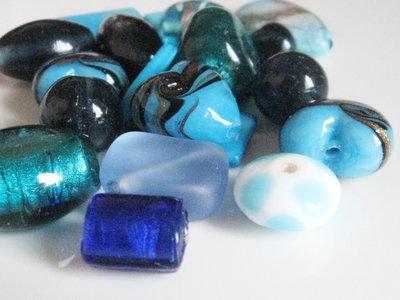 Mix perle vetro e madreperle tonalità azzurro