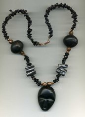 Collana Africa con ossidiana, perle Biwa e mascherone in ebano autentico