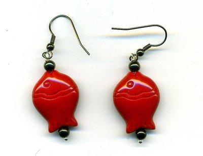 Orecchini pendenti con pescetto rosso