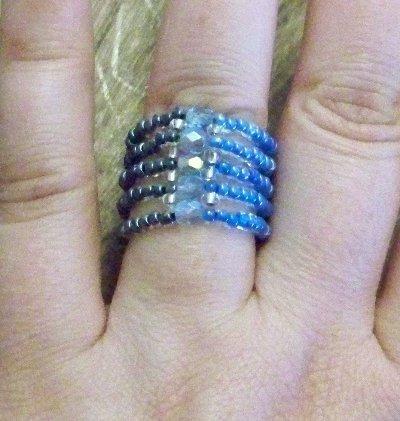 SALDI SALDI SALDI - Anello realizzato a mano, con perline e cristalli (no swarovski) - PREZZO RIBASSATO!!!!!