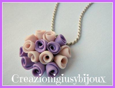 """Collana con ciondolo lillà e rosa chiaro """"bouquet di roselline"""" in fimo  fatto a mano per la festa della mamma"""