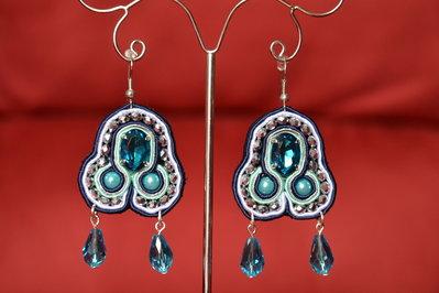 Orecchini soutaches blu con cristalli